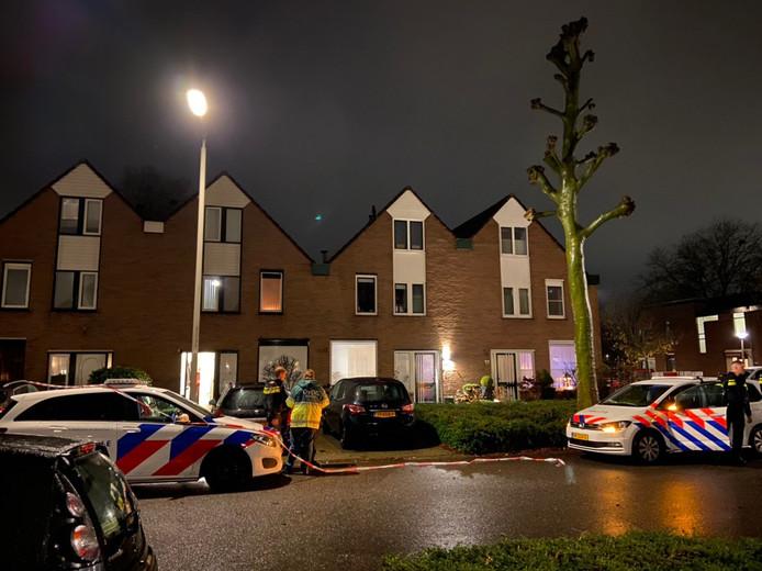 Bij de woning aan de Eindhovensingel in Arnhem is door de politie een man neergeschoten.