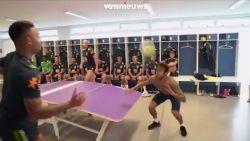 Neymar, Jesus, Luis en Ederson spelen een spelletje tafelvoetbal