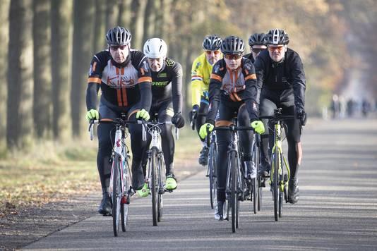Rens Reinders (rechts) is al druk aan het oefenen voor de Giro di KiKa. Zelf verwacht hij de tocht fluitend te kunnen voltooien.