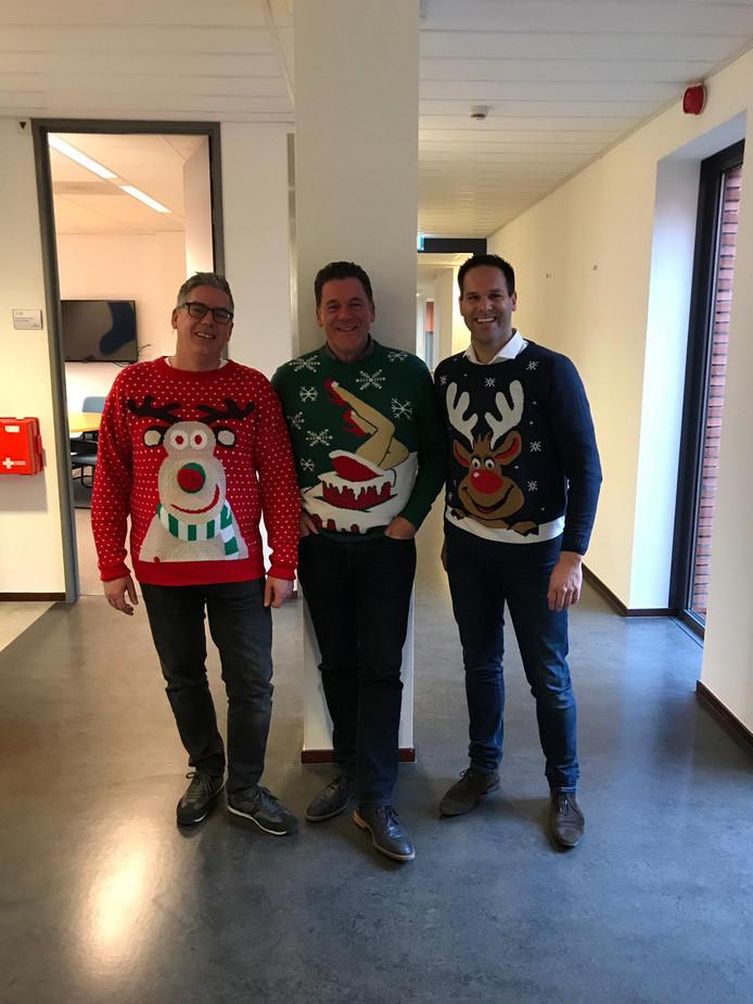 Wethouders en ambtenaren van de gemeente Twenterand droegen vorig jaar een foute kersttrui. Dat deden zij om geld in te zamelen voor Save the Children. D66 in Rotterdam wil ook zo'n foute truiendag, maar dan voor de 'lol en relativering'.