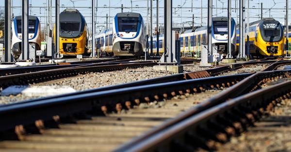 Uur vertraging voor treinreizigers Zwolle-Groningen door aanrijding.