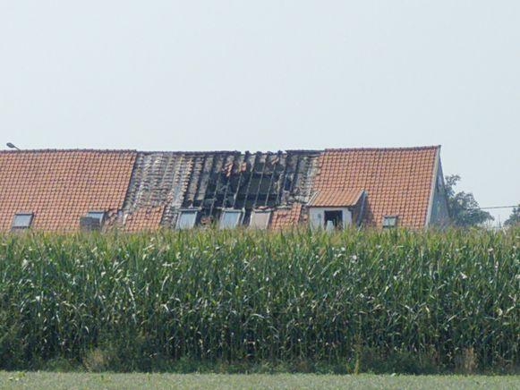 De schade aan het dak is groot.