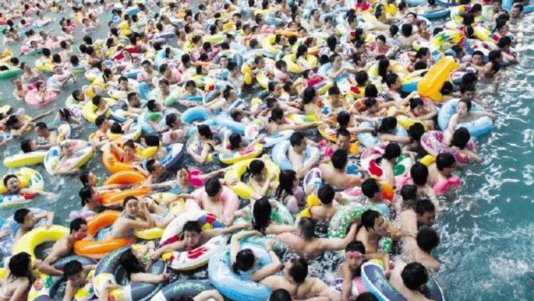 Een zwembad in China.  Beeld Reuters