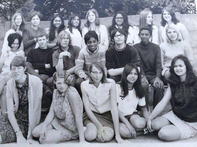 Klassenfoto, Max Papilaja zit op de middelste rij als tweede van rechts. Beeld null
