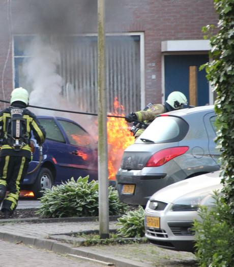 Derde autobrand in 1 jaar tijd in straat in Holten