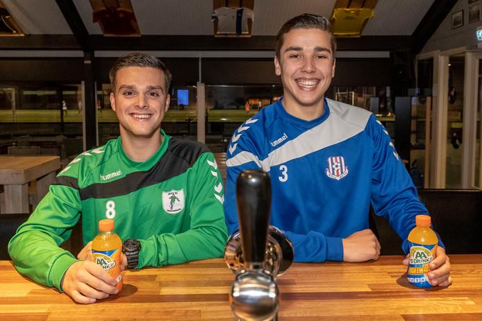 Twee beste vrienden, Niels Adriaansen (rechts) en Youri van der Meulen (links), stonden tegenover elkaar in de derby METO - WVV'67.