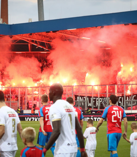 Belgische fans niet welkom bij AZ - Antwerp in Enschede