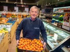Wim zit al zestig jaar tussen het fruit: 'Ik ga niet achter de geraniums zitten. Dat kan ook niet. Ik heb geen vensterbank'
