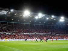 Op last van video-ref: spelers terug uit kleedkamer voor penalty