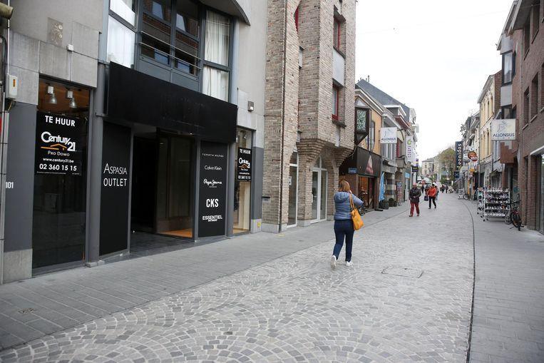 Een winkelpand dat te huur staat: geen ongewoon zicht in het stadscentrum.