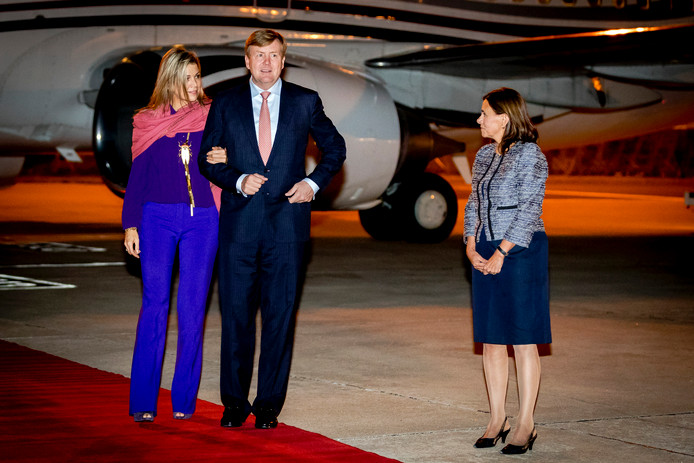 Koning Willem-Alexander en koningin Maxima arriveerden gisteravond op vliegveld Figo Maduro in Portugal.
