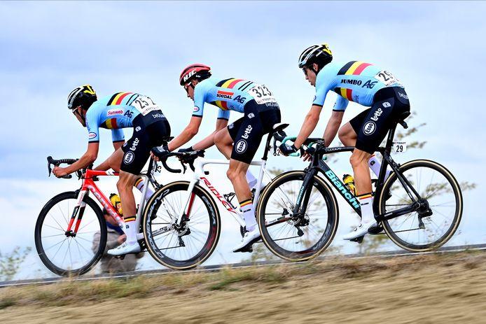Tiesj Benoot, Tim Wellens en Wout van Aert tijdens het WK in Imola. ( Photo by Vincent Kalut / Photo News
