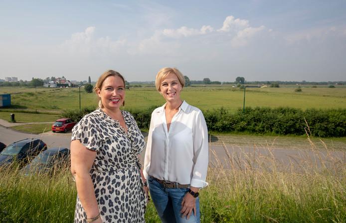 Diana Jansen en Claudia Vinkenborg organiseren een kinderfestival tijdens de Rijnweekopdrachtnr.