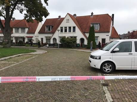 Politie zet woning in wijk De Riet in Almelo af