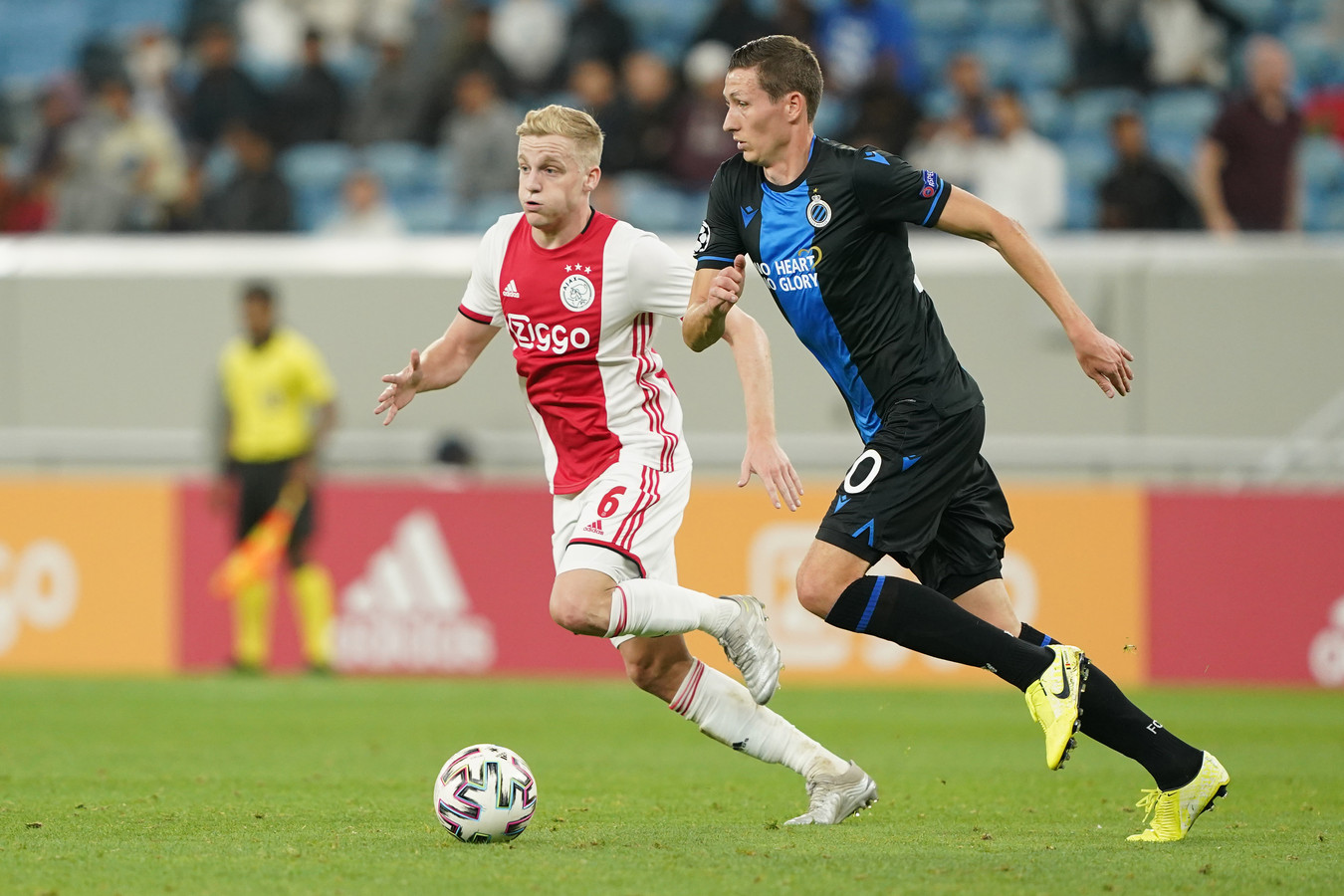 Ajax oefende deze winterstop in Qatar tegen Club Brugge. Spelen beide clubs straks in de Beneliga?