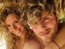Tim en vriendin chillen op Curaçao en Romee deelt pikante strandfoto's