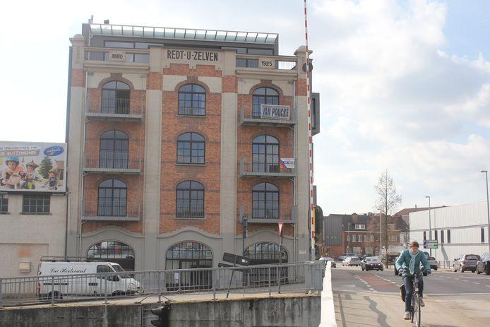 Het gebouw Redt-U-Zelven.