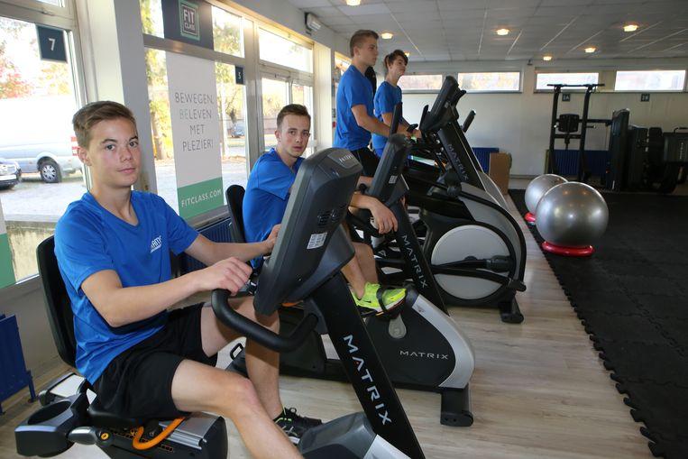 De leerlingen zullen gebruikers begeleiden in het fitnesscentrum.
