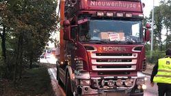 Slippende vrachtwagen stuurt Brugs verkeer in de war