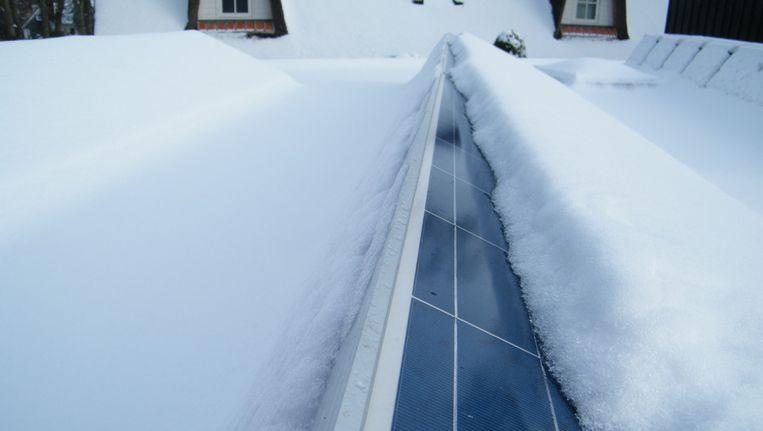 Alsof mijn panelen onder een dikke laag sneeuw zaten, zo weinig licht kwam er zaterdag door de wolken heen. Beeld