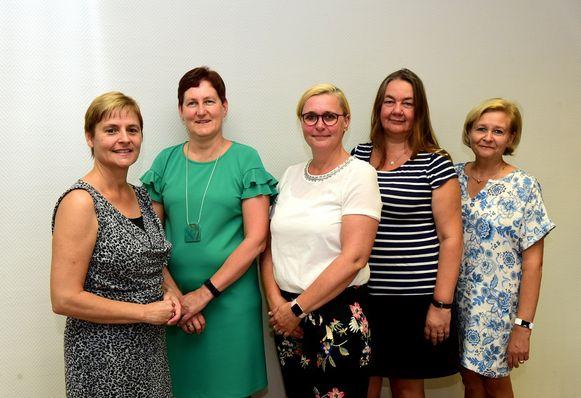 Schepen Christa Dermez(links) met de directeurs Marleen, Nadine, Conny en Martine