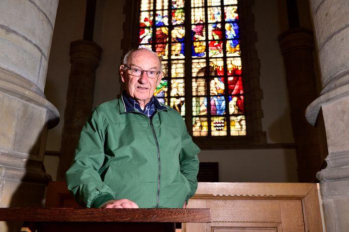 Joost Visbeen in de Sint Jan. Hij heeft een boek geschreven over Dirck Crabeth.