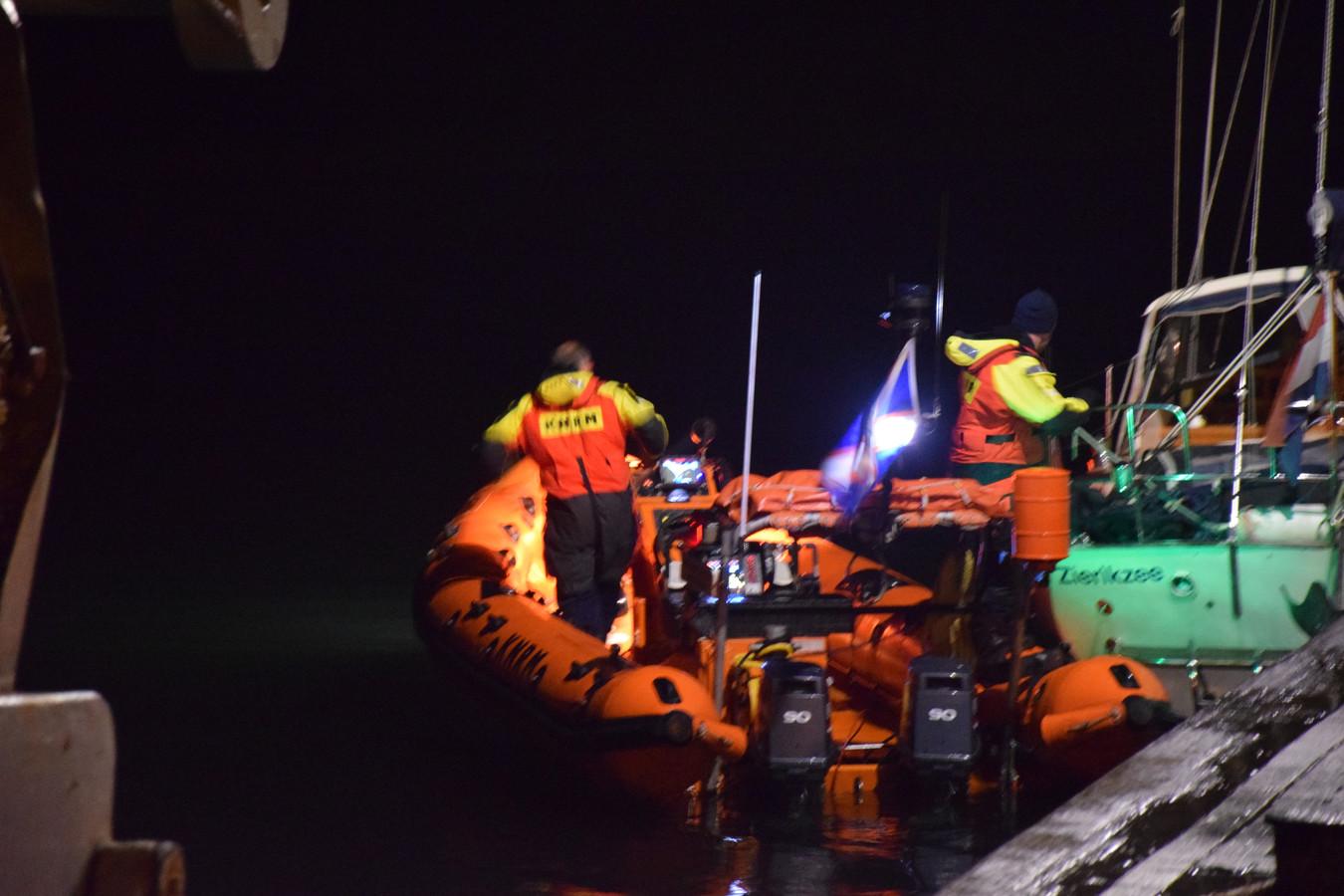 Vrijdagavond 13 december is een man van zijn zeilboot gevallen ter hoogte van Brouwershaven. Hij werd gered door de KNRM.