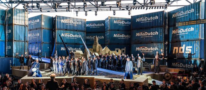 De opera Thijl werd vorige zomer gespeeld in een door zeecontainers gevormd theater op het terrein van het Nationaal Militair Museum in Soesterberg.