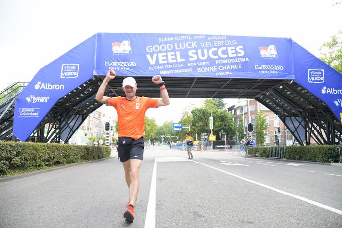Als eerste over de finish, Paul Jansen.