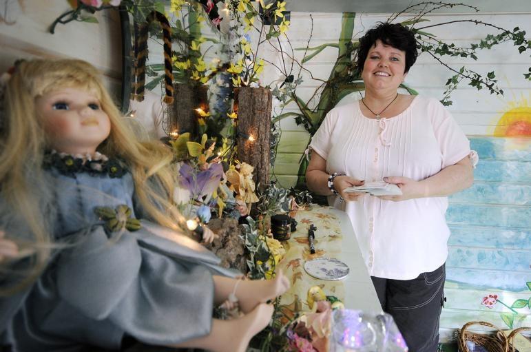 Petra Busio organiseerde zondag een paranormale beurs in De Pannehoef in Oosterhout. foto René Schotanus/het fotoburo