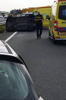 Vermoeide Vierdaagse-loper veroorzaakt ongeval: auto over de kop op A15