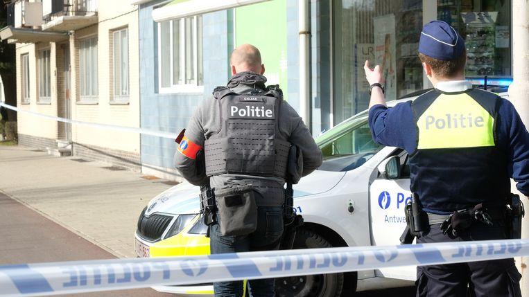 Het Snelle Respons Team kamde het gebouw op zoek naar een verdachte.