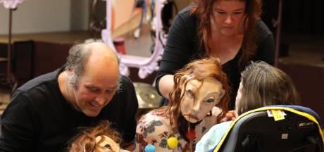 De bus werd gestolen, maar Lachende Zon gaat na 25 jaar gewoon door met theater voor gehandicapten