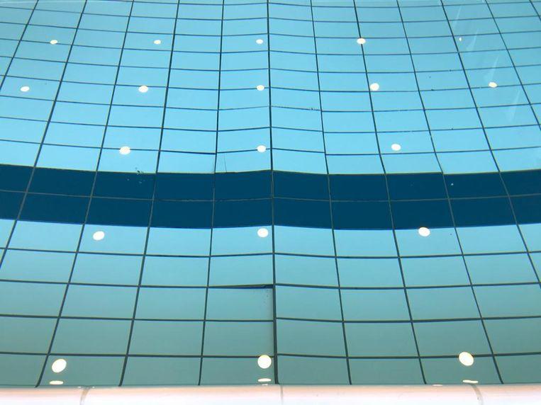 Tegels in het zwembad van het Wildersportcomplex komen los.