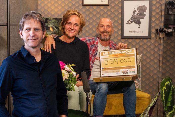 Linda uit Maarssen en haar man Frits werden door Winston verrast met 239.000 euro. Inzet: Maarten Venderbosch.