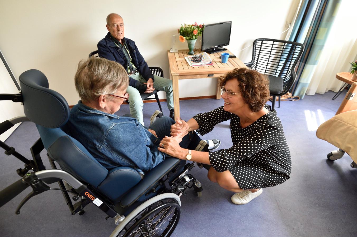 Marjon Klaassen helpt ouderen bij het verhuizen.