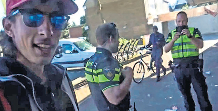 Ismail irriteerde als treitervlogger de Zaanse politie.