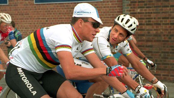 Lemond op de fiets naast Armstrong in julie 1994, toen de twee nog vrienden waren.
