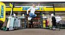 Zeeman-baas Erik-Jan Mares. Zeeman heeft twee soorten sneakers op de markt.