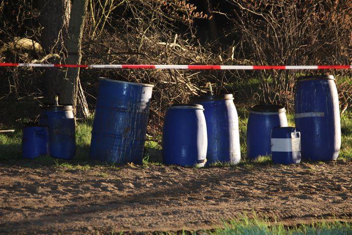 De vaten werden aangetroffen langs de Ossenkampweg.