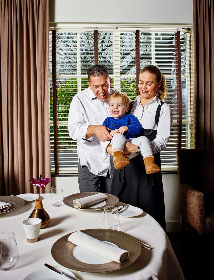 Kim Veldman en chef-kok Jacob Jan Boerma trekken eind dit jaar de stekker uit hun driesterrenrestaurant De Leest in Vaassen, onder andere om meer tijd voor hun zoontje Senne te maken.