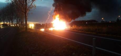 N36 richting Vriezenveen enige tijd afgesloten door autobrand