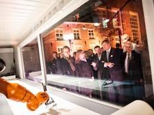 Robot kalligrafeert volledige Statenbijbel in Dordrecht