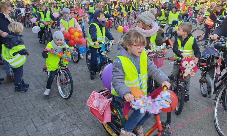 De leerlingen hadden hun fiets prachtig versierd.