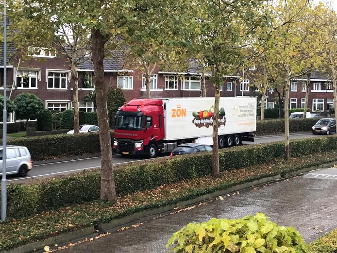 Vrachtverkeer op de zuidelijke rondweg in Breda.