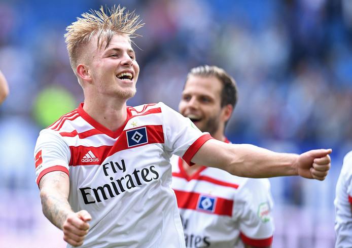 Vreugde bij Rick van Drongelen na de overwinning van HSV op Augsburg (1-0).