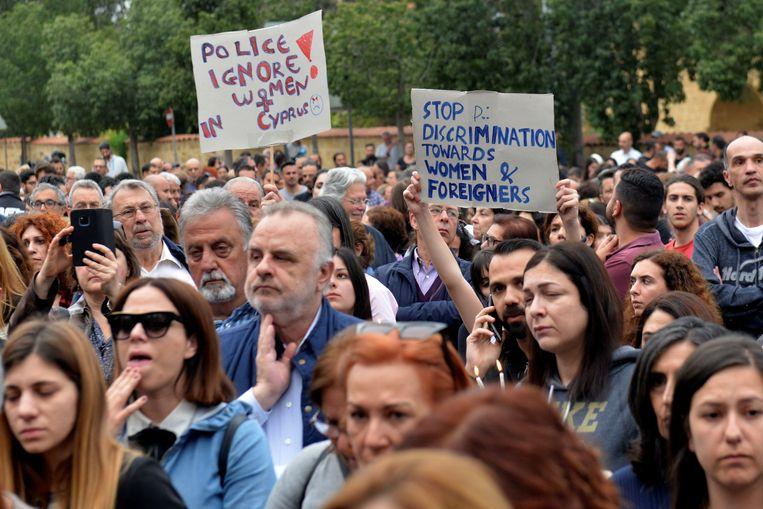 Protest ter steun voor de vermoorde vrouwen voor het presidentiële paleis in Nicosia vrijdag.
