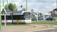 Tram rijdt verstrooide voetganger aan