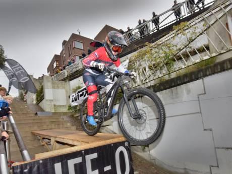 Botteram en Smulders winnen spectaculaire City Downhill in Nijmegen