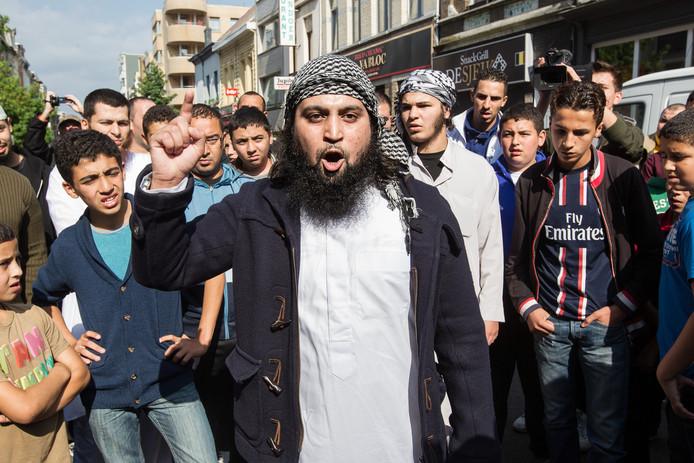 Hicham Chaïb, l'un des initiateurs des émeutes, désormais à la tête de la police religieuse de l'EI à Raqqa.